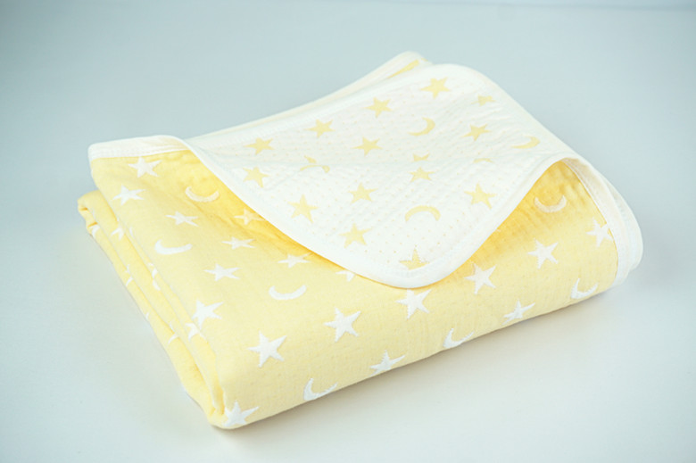 Yellow/white Moon and Star Children Quilted Throw Blanket